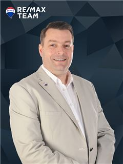 Tiago Lopes - Membro de Equipa Carla Koch - RE/MAX - Team
