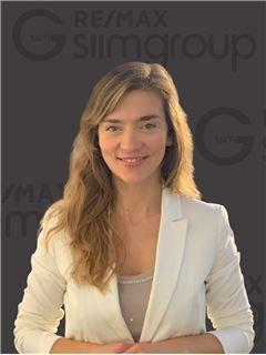 Ana Correia - RE/MAX - SiimGroup Miraflores