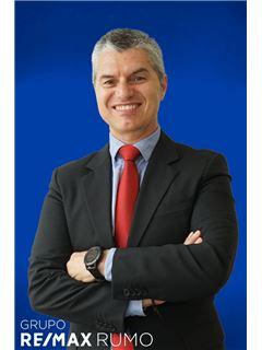 Kontorsägare & Reg. Fastighetsmäklare - Daniel Ferreira - RE/MAX - Rumo III