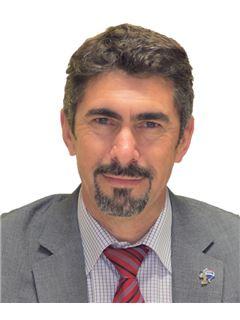 Fernando Lapa - Parceria com Luísa Évora - RE/MAX - Almada