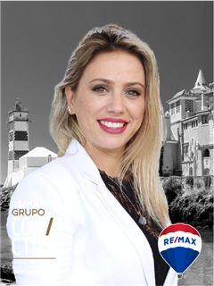 Débora Ferraz - RE/MAX - Convictus II