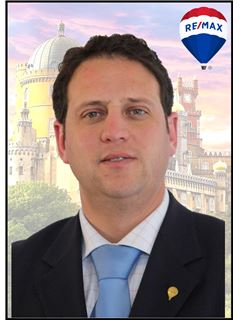 Broker/Owner - Alexandre Almeida - RE/MAX - Vila