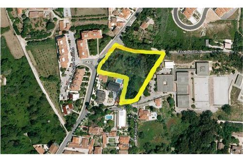Excelente localização entrada principal de Sintra