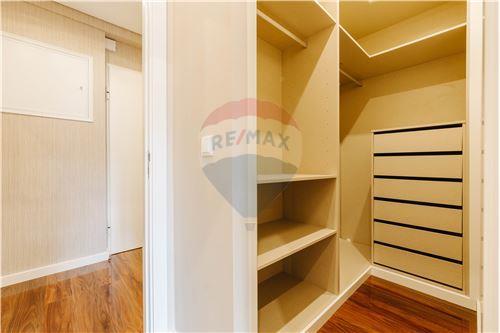 Closet/Walk-in Closet