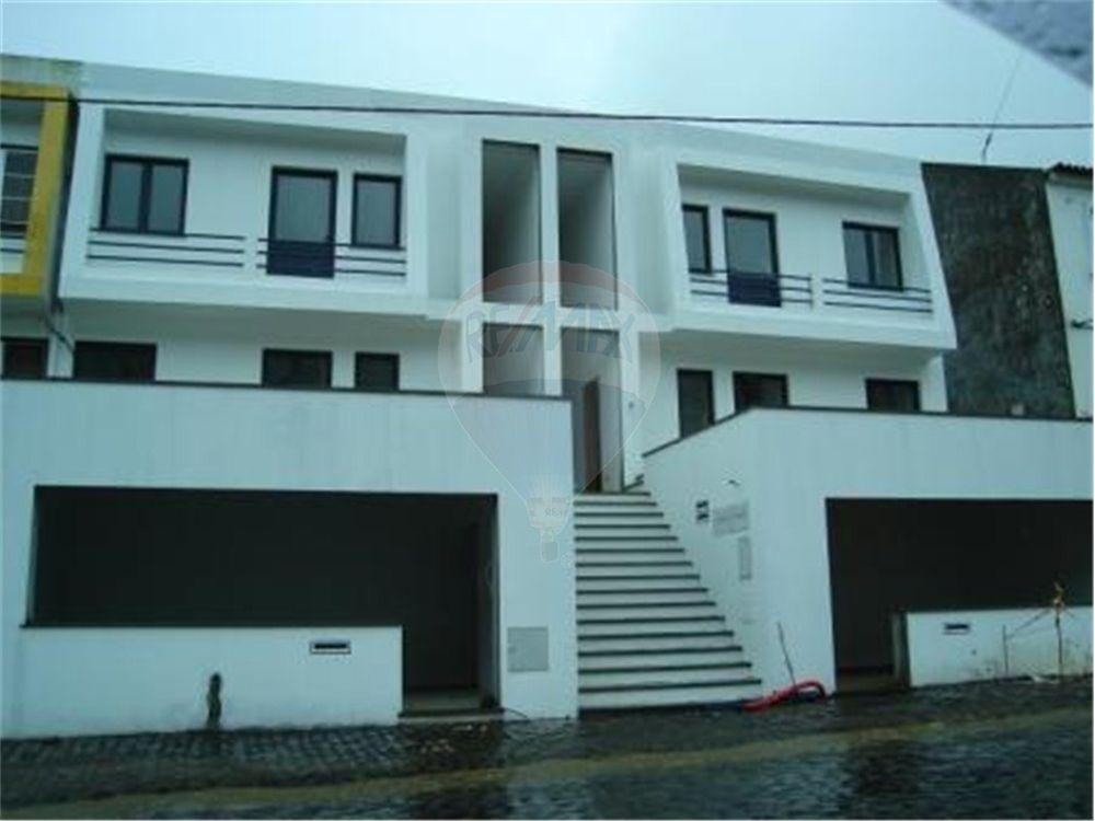 Apartamento t2 arrendamento praia da vit ria santa for Pisos com vitoria