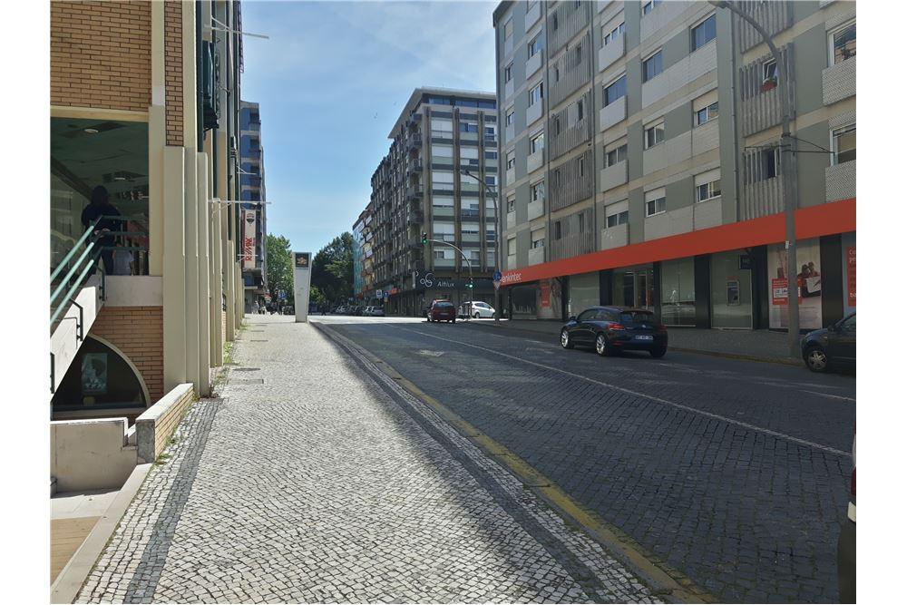 /Commercial-Retail-For-Sale-Braga-Sao-Jose-de-Sao-Lazaro-e-Sao-Joao-do-Souto-Braga_123331052-61
