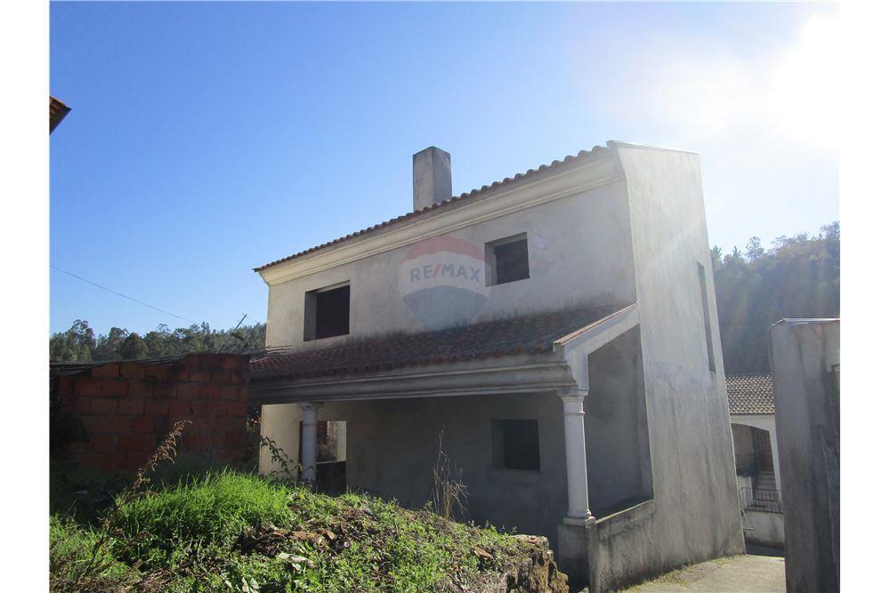 252 SqM: House For Sale, 3 Bedrooms located at Casais de S  Clemente -  Lamas, Miranda do Corvo | Portugal