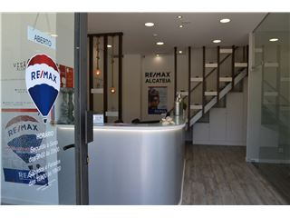 Office of RE/MAX - Alcateia - Sacavém e Prior Velho