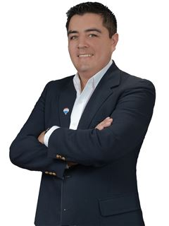 Israel Alejandro Via Guzman - RE/MAX Renueva