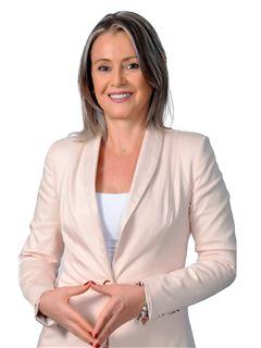 Karen Sheila Hessling - RE/MAX Emporio Corporación 1
