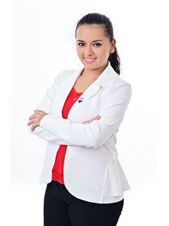 Maricela Veliz Candia - RE/MAX Emporio Corporación 1