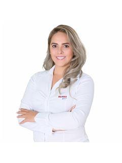 Stephanie Rojas Navia - RE/MAX Apoyo