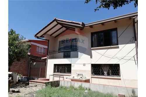 204 M Casa En Venta 5 Dormitorios Located At Calle Las Dalias El Mirador Norte Cochabamba Cercado Cochabamba Bolivia