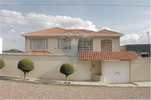 1 157 M Casa En Venta 7 Dormitorios Located At Calle Las Granadas Noreste Cochabamba Cercado Cochabamba Bolivia