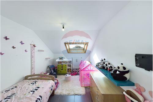 Duplex - For Sale - Gouvy, Belgium - RE/MAX Exclusive, spécialiste de l - Bedroom - 210031005-3