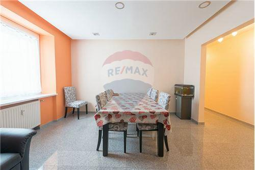 REMAX Premium, appartement à vendre à Echternach
