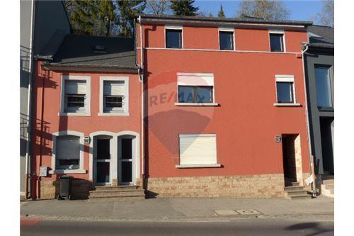 RE/MAX Premium,2 maisons mitoyennes en vente à Ettelbruck