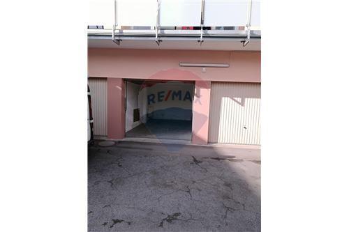 RE/MAX Premium, garage à louer à Warken