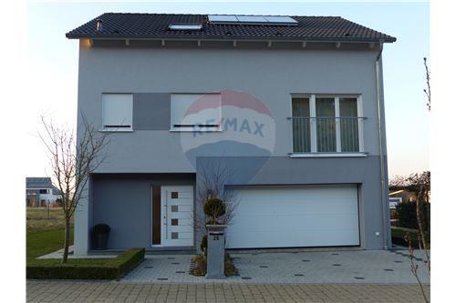 RE/MX Premium, maison à vendre à Grevenknapp