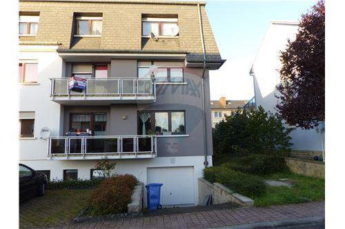 RE/MAX Premium, appartement à vendre à Bissen.