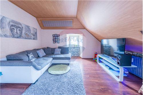 RE/MAX Premium, appartement à vendre à Bissen