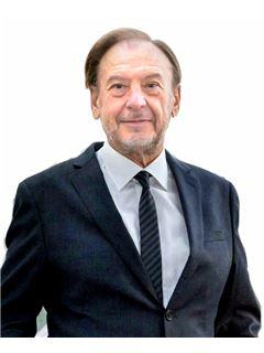 Consulente Immobiliare - Aldis Gazzarri - RE/MAX Trinity 2