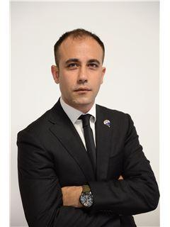 Licensed Assistant - Carlo Ruscitto - RE/MAX Class 2