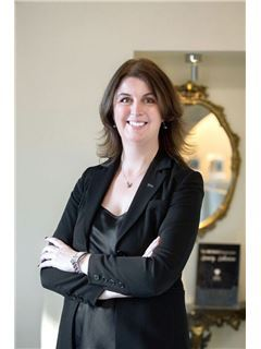 Broker/Owner - Joanne Barley - The RE/MAX Collection Luxury Lakeview