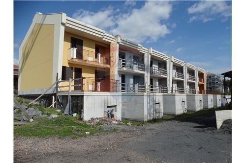 Villa a schiera in vendita acireale 30721010 123 for Villette a schiera moderne