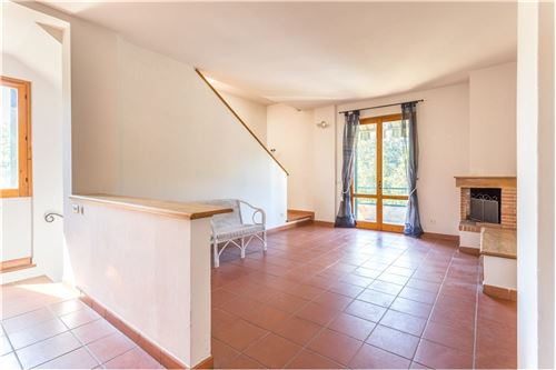 150 Sqm Maisonette Semi Detached For Sale 2 Bedrooms Located At Greve In Chianti Italy