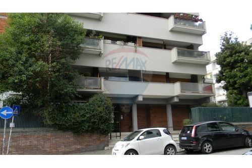 Barbara palumbo re max abacus roma rm italia for Immobili c1 roma