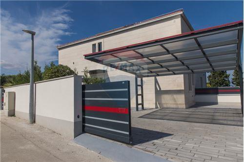 Vila - Za prodaju - Postira, Hrvatska - Parkirno mjesto - 300511002-342
