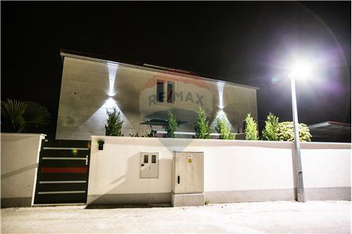 Vila - Za prodaju - Postira, Hrvatska - Terasa - 300511002-342