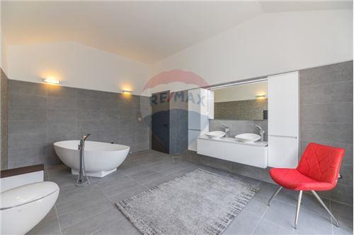 Vila - Za prodaju - Postira, Hrvatska - Kupaonica - 300511002-342