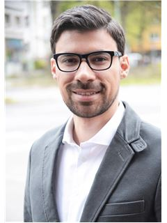 Associate - Oliver Nunez-Garcia - REMAX Central in Frankfurt