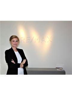 Ariane Schmitz - InteReal GmbH & Co. KG/ Remax Düsseldorf-Mitte