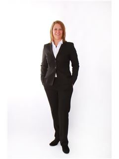Broker/Owner - Carina Wiedenmayer - REMAX in Filderstadt
