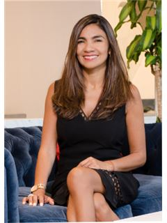 Broker - Laura Escribas Orellana - RE/MAX Puerto