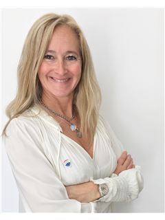 Lorena Rossini - RE/MAX Elite