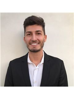 Associate in Training - Agustín Costamagna - RE/MAX Confianza