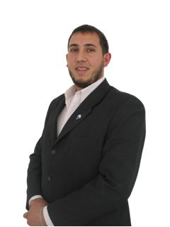 Agent  in Training - Esteban Enrique Llanes - RE/MAX Activo
