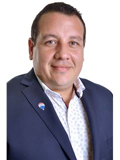Associate in Training - Daniel Mendoza - RE/MAX Profesional