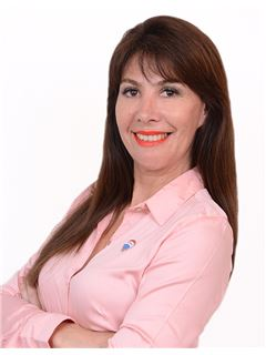en formación - Claudia Britez - RE/MAX Liberty