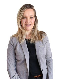 Julia Schuvab - RE/MAX Data House