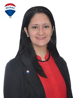Associate in Training - María Flora Blanck Mendoza - RE/MAX Buró II