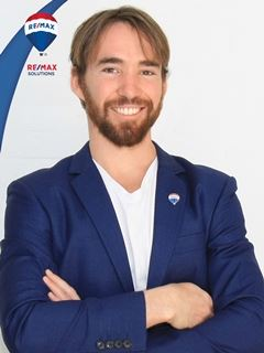 Associate in Training - Ismael Mur - RE/MAX Solutions