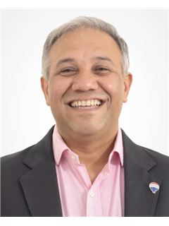 Christian Ghisoli Esquivel - RE/MAX Roble