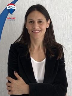 Associate in Training - Adriana Uano - RE/MAX Solutions