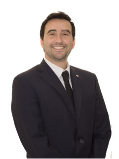 Associate in Training - Guillermo Monetti - RE/MAX Excelencia