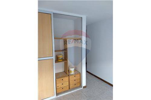 dormitorio con placard y divisiones